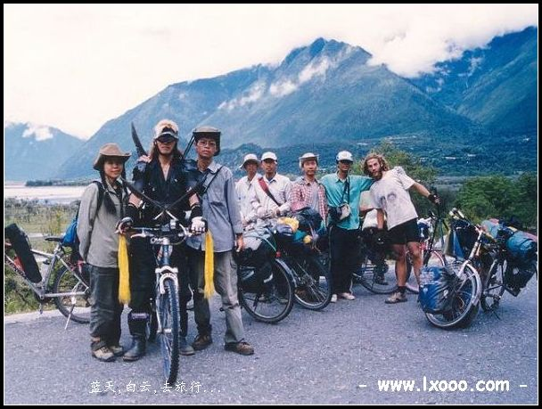 西藏 林芝 自行车 骑行者