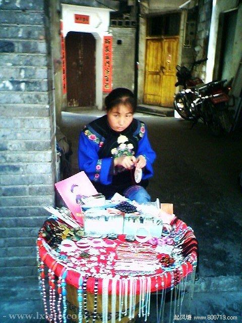 卖工艺品的苗族姑娘 湘西凤凰