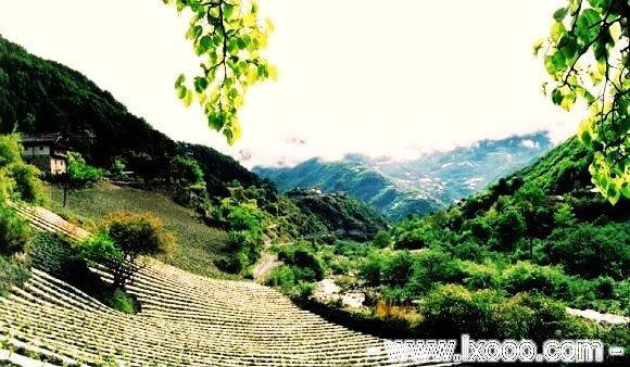 藏族乡的木房子 @ 四川雅安硗碛彭措