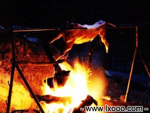 已经开始飘香的烤全羊 @ 四川雅安硗碛彭措