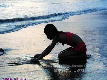 鲘门金丽湾海滩上的小女孩 红海湾