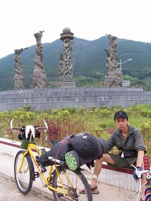 肇庆大旺区龙王庙附近留影的河童