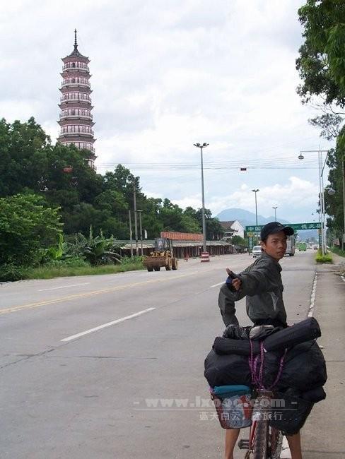 德庆三元塔前的河童