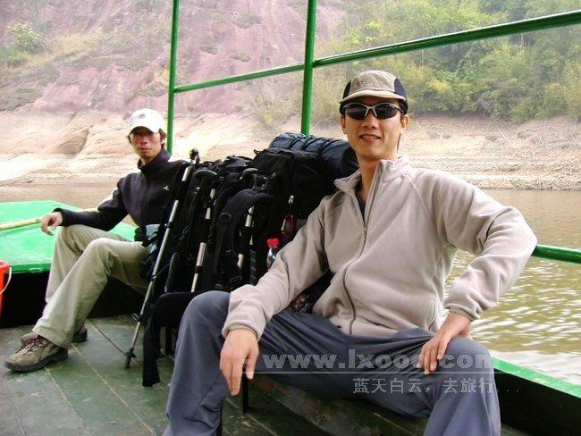 黄公陂水库渡船上的阿一和摩凝
