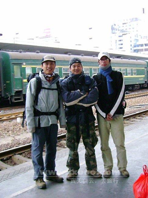韶关站月台上的摩凝、腊酥和阿一