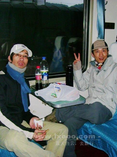 火车上的阿一和摩凝