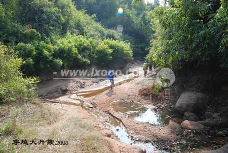 如果是雨季,这里应该是条很宽的河