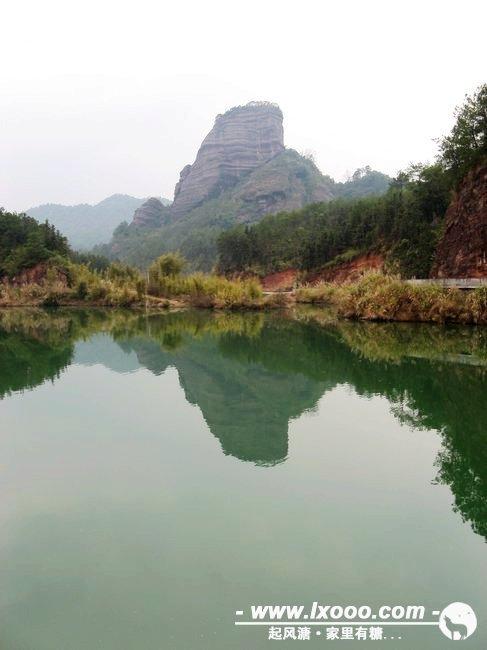 碧水青山,风景如画。