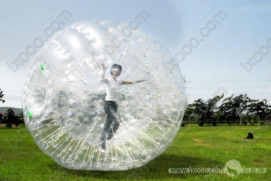 草地波波球