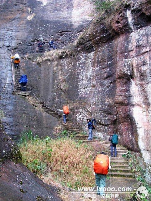 登上五仙岩的陡峭山路