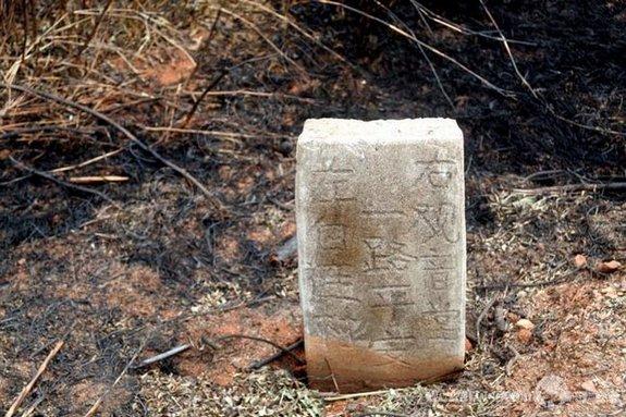 指向五仙岩的路碑
