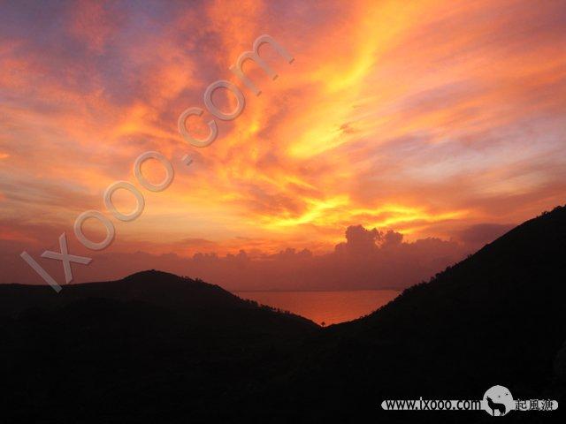 岛上的日出格外艳丽,不愧叫红海湾的地方…