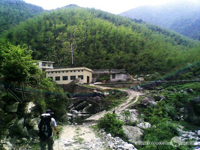 九龙山脚的水库发电站