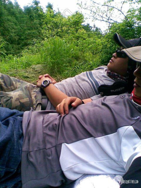 快到山顶的时候,我们小睡了一觉