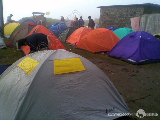 金顶寺前(石鼓寺)广场的百顶帐篷