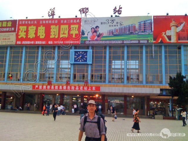 萍乡火车站前的摩凝