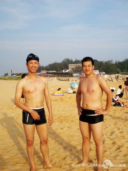泳装的摩凝和腊酥——老说摩凝瘦,其实也不太瘦嘛^-^