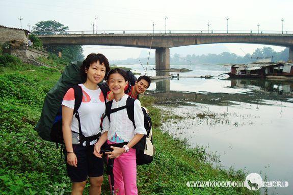 丽江江畔的Sammi和琳琳