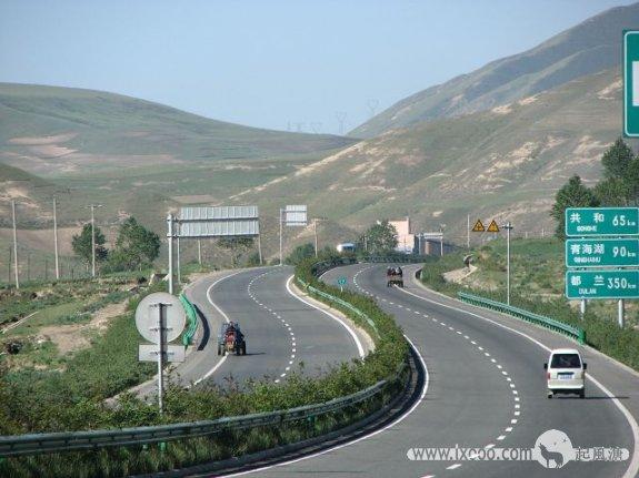 平缓的青藏高速公路