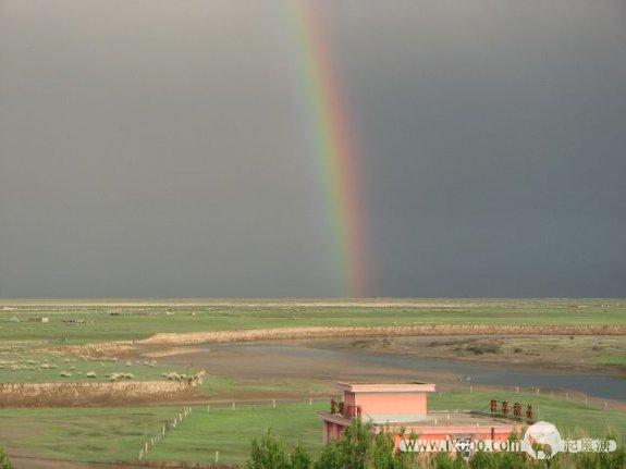冰雹过后-草原上的彩虹