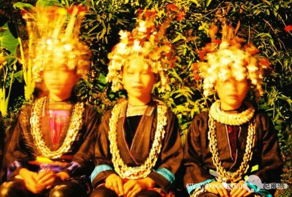 三个侗族女孩