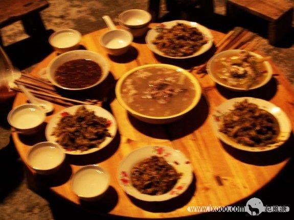巨洞村侗族人的全羊宴