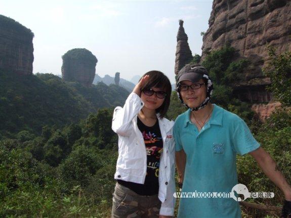 丹霞山望夫石上的北北和深圳网农