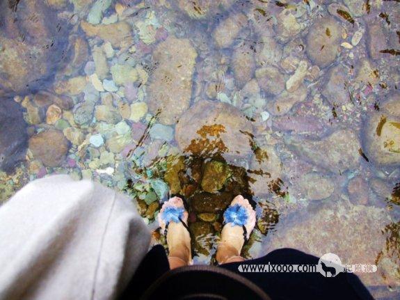 篮子脚下五彩斑斓的太平河鹅卵石
