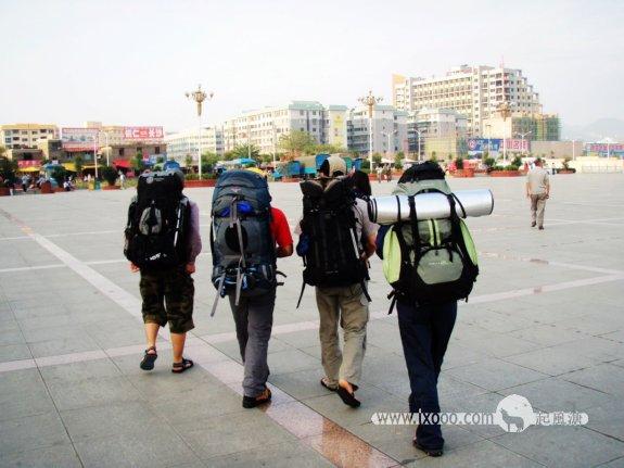 铜仁火车站前广场-腊酥,丁叔,Mo和阿菜