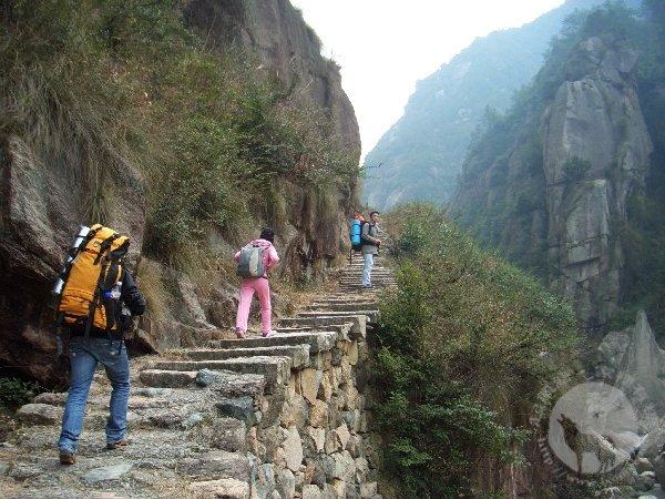 前往徽杭古道天门的石阶路