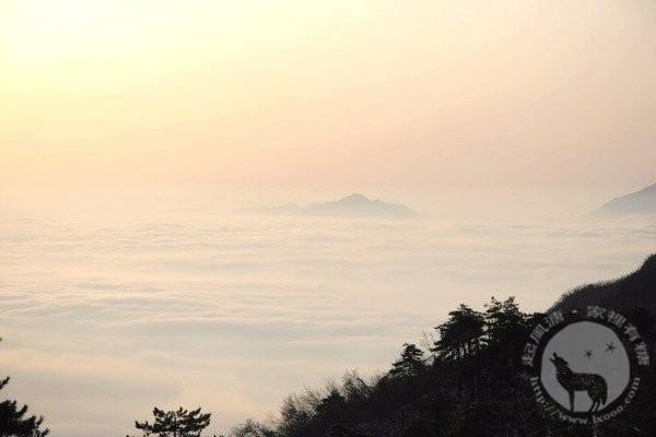 百丈岭上的云海