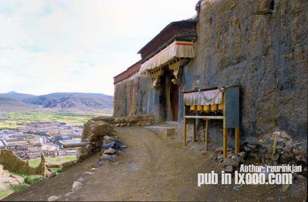 萨迦寺喇嘛泽尔贡巴的住所