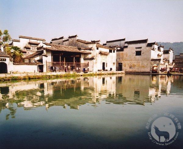 黟县宏村的水影