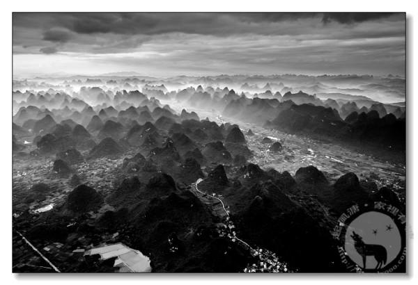 航拍桂林漓江:十万大山