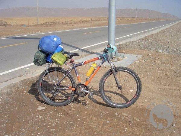 华士邦环青海湖的自行车