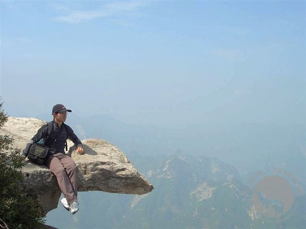 华山西峰之巅的华士邦