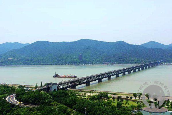 钱塘江大桥和六合塔