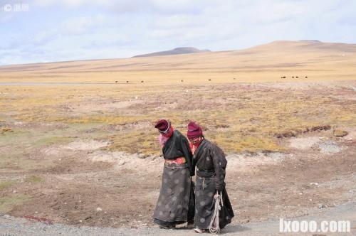 巴颜喀拉山垭口的藏民