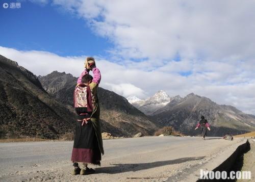 雀儿山垭口的朝圣者·西藏
