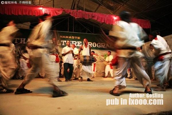 尼泊尔奇特旺的风情舞表演