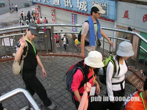 徒步中的乌兰卓和摩凝(M.Chan)