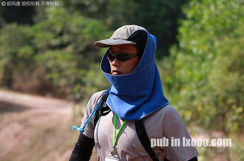 2009走进东莞50公里徒步活动徒步中的摩凝(M.Chan)——拍摄者:天涯摆渡人