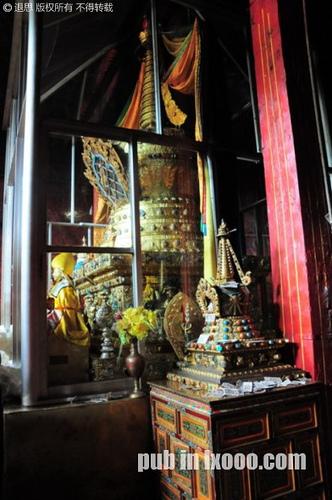 甘丹寺宗喀巴大师包金灵塔