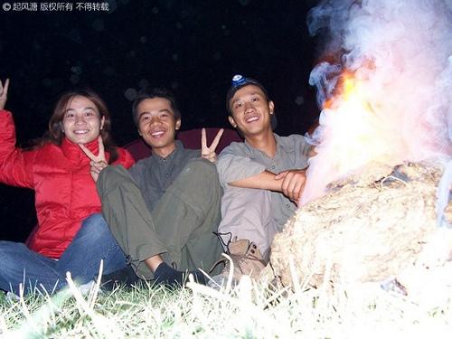 PM22H38H,傻娟、河童与摩凝合影与牛粪篝火旁@巴里坤湖