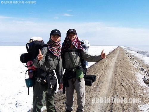 合影与巴里坤盐碱地前的河童与摩凝(M.Chan)@新疆 哈密