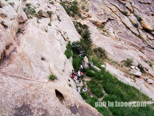 巴里坤怪石山的岌岌泉