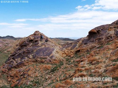 巴里坤怪石山色彩丰富的石头