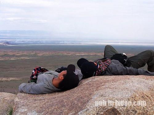 躺在怪石山制高点上的摩凝(M.Chan)与河童