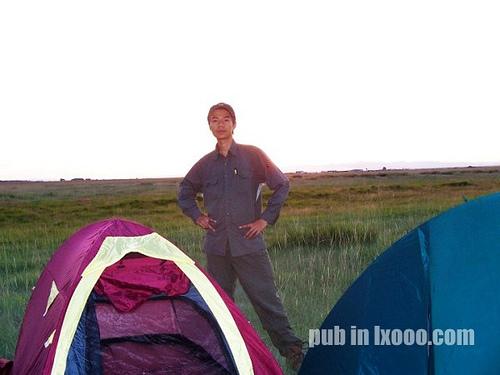 我们在巴里坤县城郊区的帐篷前的河童