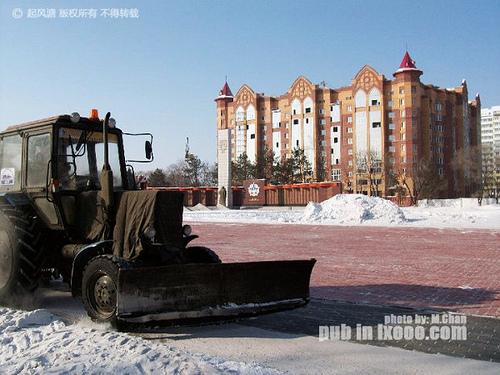 布拉戈维申斯克解放广场上的推雪机